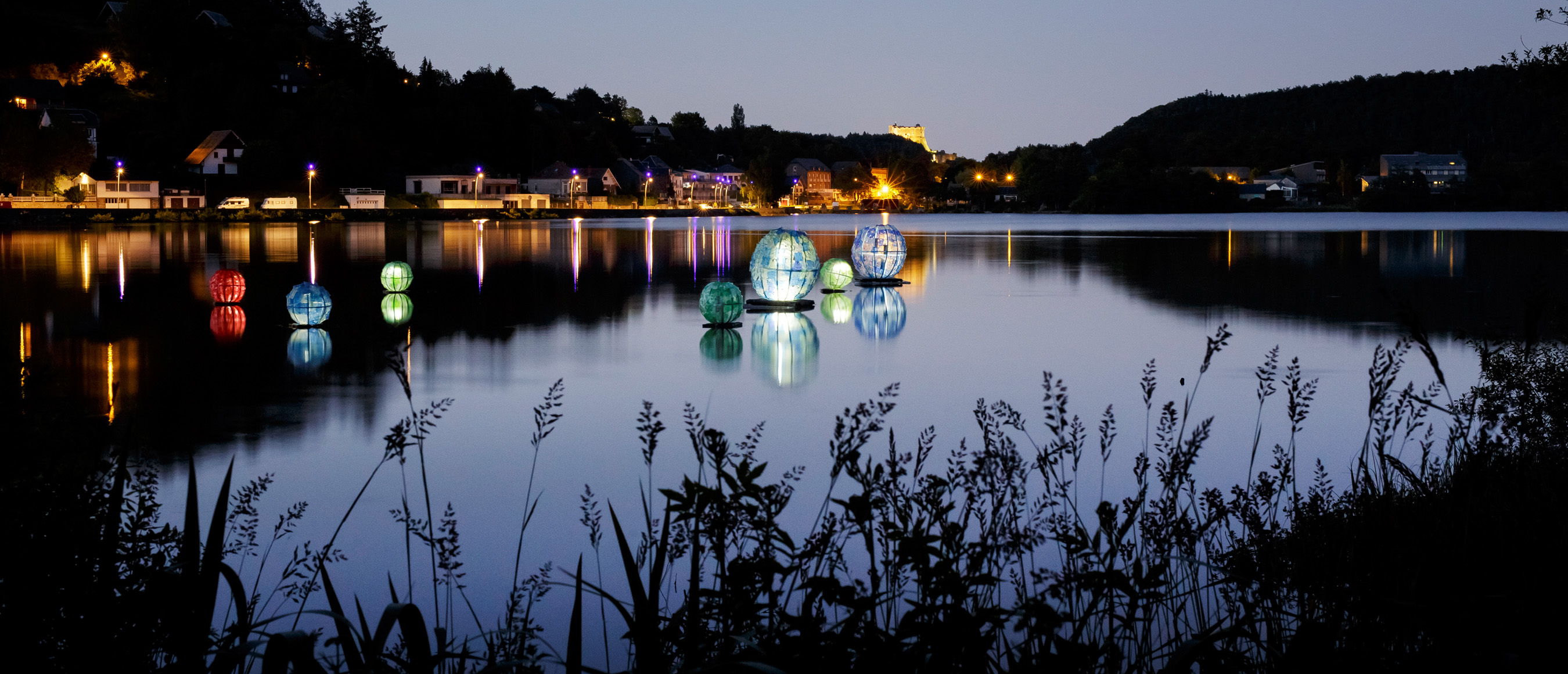 Perles du Lac - Oeuvre de 4AI, Sophie Coulon et Jean-Pierre Vignaud située au Lac Chambon - Horizons 2018