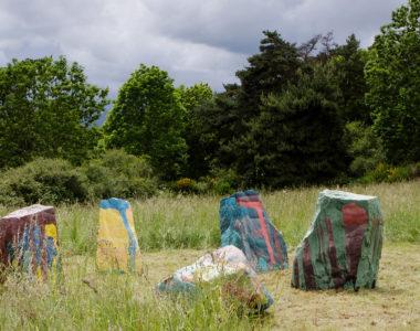 Pierres dissonantes - Oeuvre de Etienne Fouchet située au menhir de Freydefont - Horizons 2018
