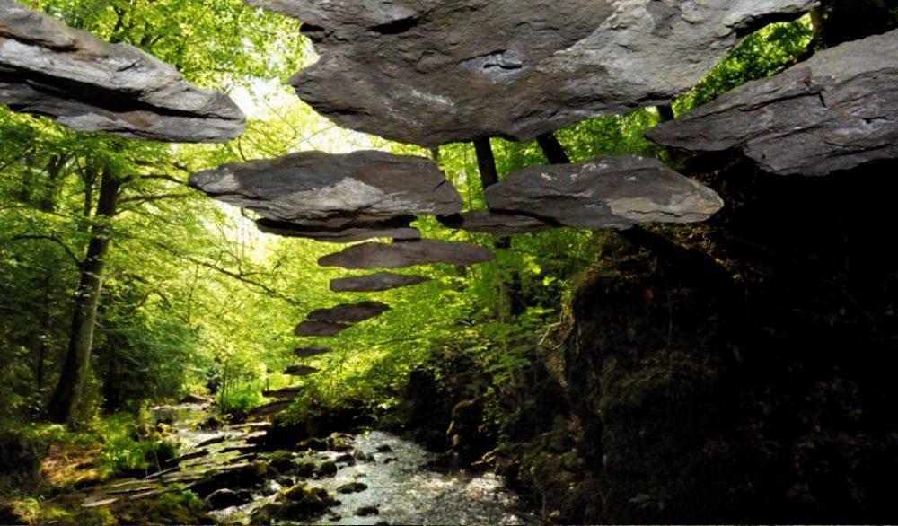 Floating Stones par Roger Rigorth
